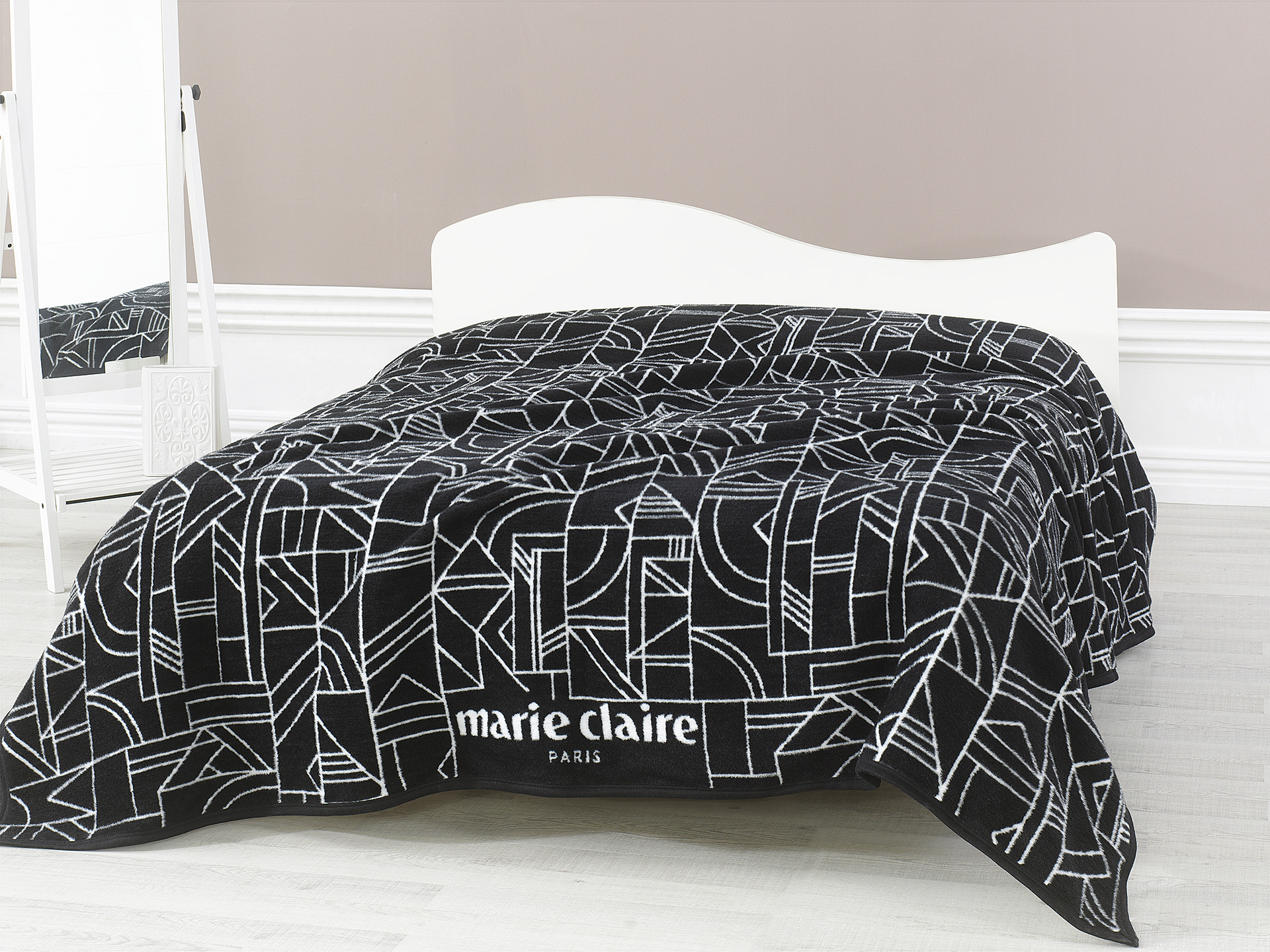 marie claire art deco. Black Bedroom Furniture Sets. Home Design Ideas